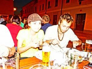 Mit Oldos Sohn und dessen Freundin beim Abendessen