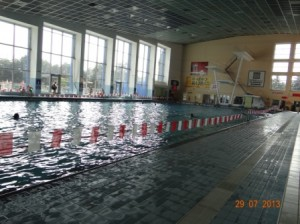 Endlich Kühlung im Schwimmbad von Olmütz - eine 50 Meter-Bahn zum entspannen der gestreßten Muskeln.