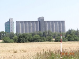 Furchterregender Anblick, aber die Art der Tschechen Silos zu bauen.