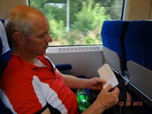 Jeder hängt seinen Gedanken nach und versucht Entspannung und Ruhe zu finden. Wir reden wenig auf der Zugfahrt.