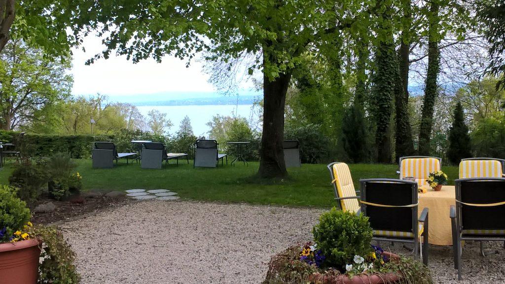 Der Garten meines Hotels direkt im Wald und am See - wirklich toll. Ein Platz eigentlich zum länger Verweilen