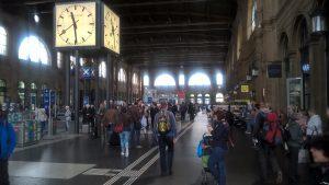 Am Zürcher Bahnhof. Nicht nur Menschen, sondern auch.........