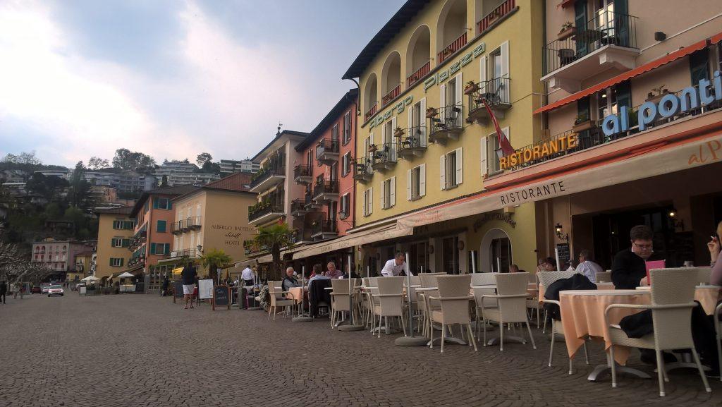 Ascona - an diesem Platz an der Promenade treffen sich dir Reichen und Schönen. Hab heute allerdings keinen von ihnen entdecken können. Ende Mai trifft sich hier die Nationalmannschaft zur Vorbereitung auf die EM in Frankreich.