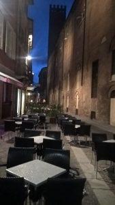 Cemona - menschenleer am Abend bei eisiger Kälte vor dem Nationalfeiertag der Italiener